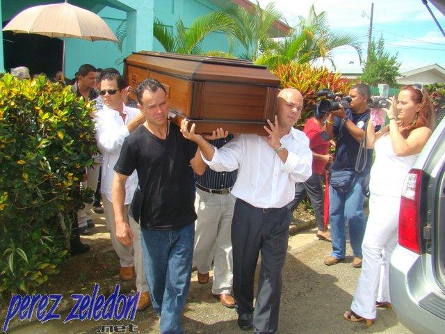 Adi s a dinia fue con m sica y sentimiento noticias de for Cementerio jardin de paz panama